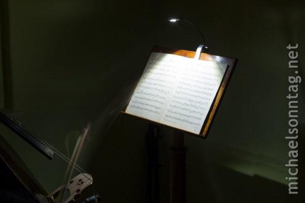 WEDO LED-Leselampe - am Notenständer