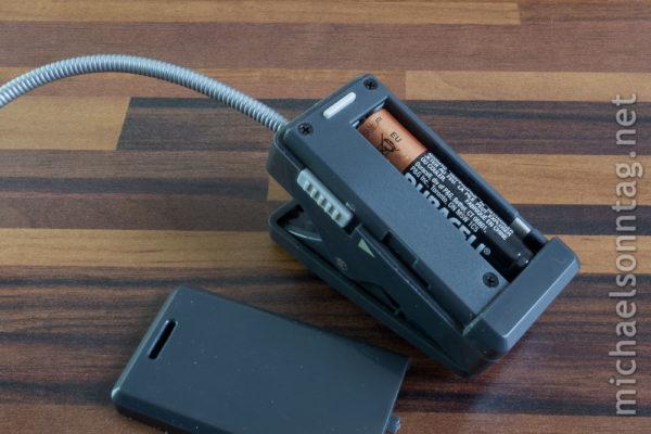 WEDO LED-Leselicht für eBook-Reader - Rückseite mit Batterie