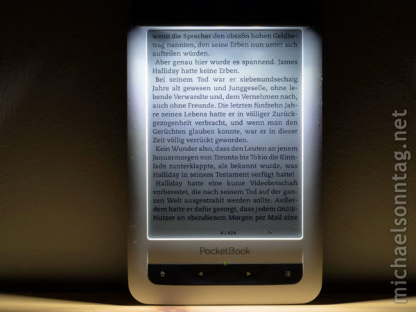 iLumaLight - Ausleuchtung an PocketBook 622 mit weissem Gehaeuse