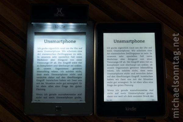 Kindle Paperwhite vs. Kindle Touch - EasyACC-Leuchte vs. eingebaute Beleuchtung