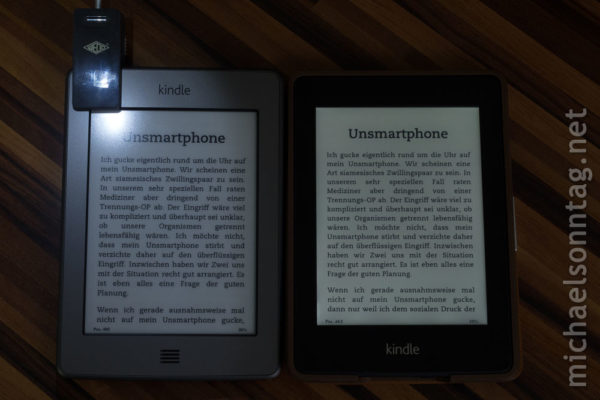 Kindle Paperwhite vs. Kindle Touch - WEDO LED Leselicht vs. eingebaute Beleuchtung