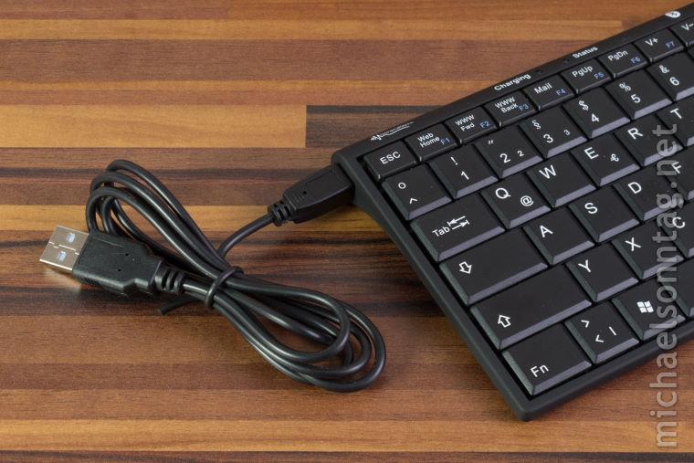General-Keys-linke-Seite-mit-Mini-USB-Anschluss