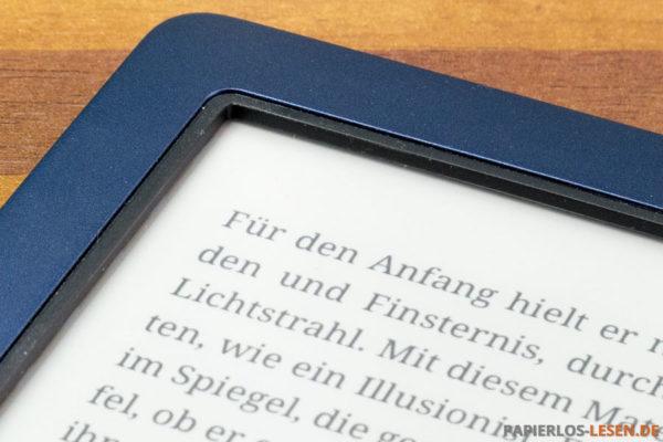 Tief im Gehäuse sitzender Bildschirm des PocketBook Aquas