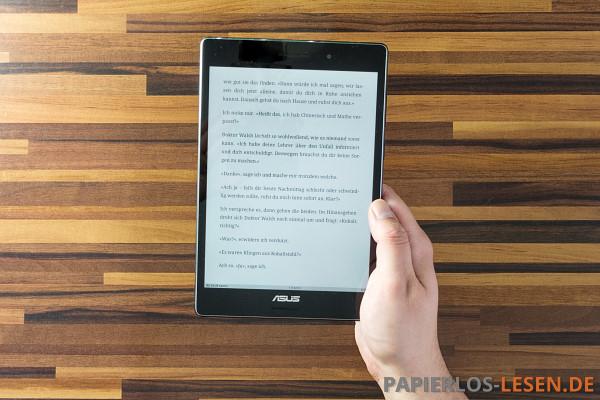 ASUS Zenpad S 8.0 ohne Hülle in der Hand