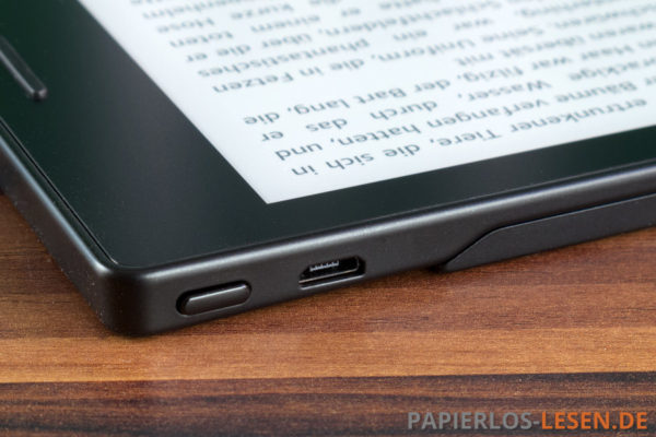 Kindle Oasis: Powerknopf und Micro-USB-Anschluss an der Oberseite