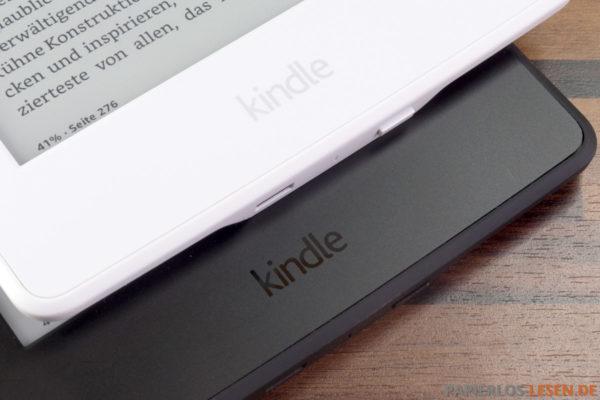 Der Powerknopf ragt beim weißen Paperwhite stärker aus dem Gehäuse heraus