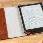"""PocketBook """"Cover COMFORT brown""""-Hülle: Geöffnet mit noch aufgeklappten oberen Ecken"""