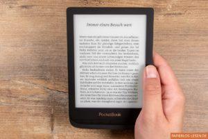 PocketBook Touch Lux 4 in der Hand gehalten