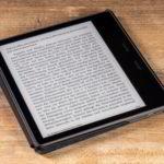 Kindle Oasis 2019: In der originalen schwarzen Stoffhülle